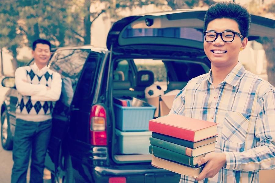 bigstock-Boy-unpacking-car-for-college-50560406 (3)